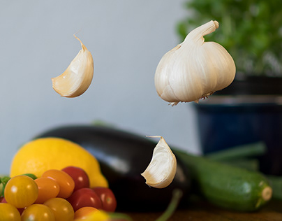 Photo Series: Food / Case 02: Floating Garlic