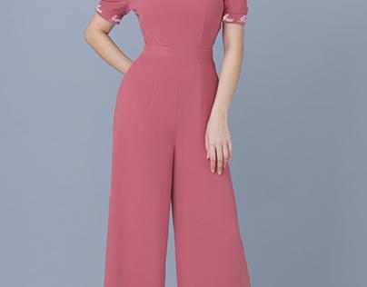 Jumpsuit hồng MS2304 thêu chữ GUCO