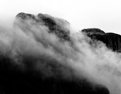 Between rocks and sky