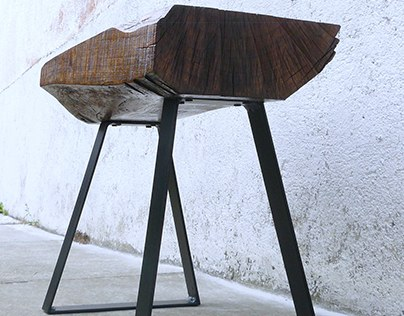 РИС / 001   Handcrafted chair from solid walnut