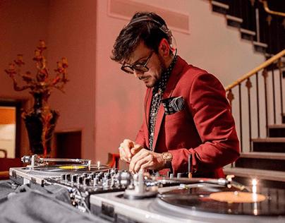 Chemises à poils, cravaches à fleurs / Soirées DJ
