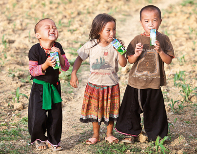 Mọi trẻ em đều được quyền uống sữa.