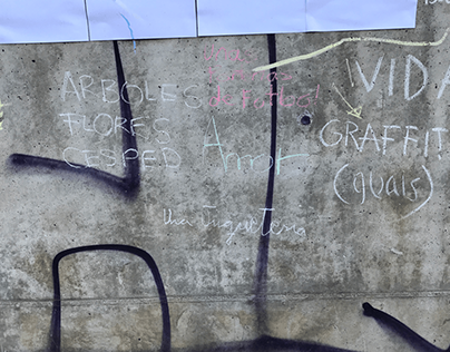 A masking tape court / Intervención Raval, Barcelona