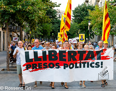 Free Catalan prisoners and exiled politicians
