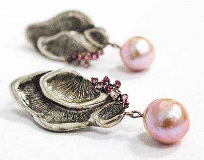 Pendula Earrings