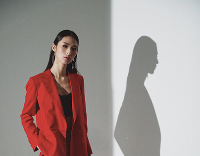 The red suit (Light and shadow)