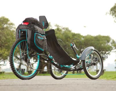 Aiken, recumbent trike // tricicleta recumbente