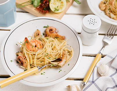 Spaghetti with shrimps and baby octopus