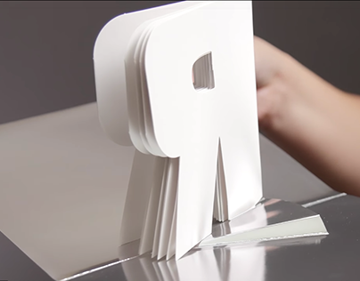 """Carte pop-up """"R"""" - A to Z: Marvels in Paper Engineering"""