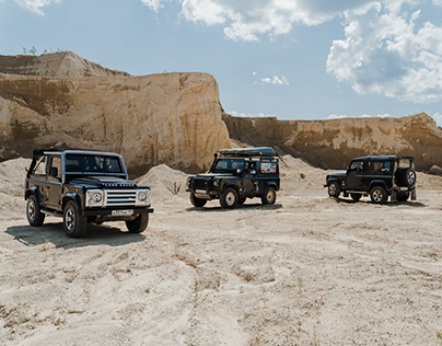 Land-Rover Defenders