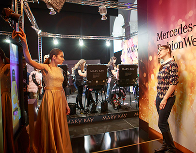 Mercedes-Benz fashion week AR automated photo booth
