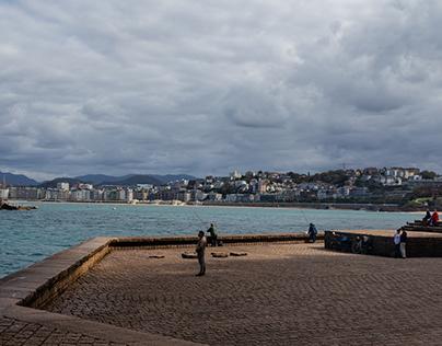 Pescadores en un día de sol en San Sebastián