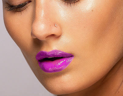 UNREAL COLOR OF HER LIPS LONDON FASHION