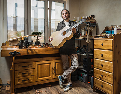 Luthier Pavel Bashmakov