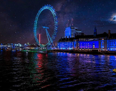 London  at night h