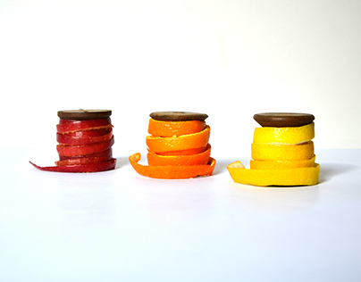 Reel of thread made in fruits and vegetables peels