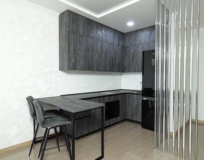Практичная угловая кухня. Столешница из камня