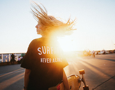 """""""Surfing Never Alone"""" by Surf Coffee"""