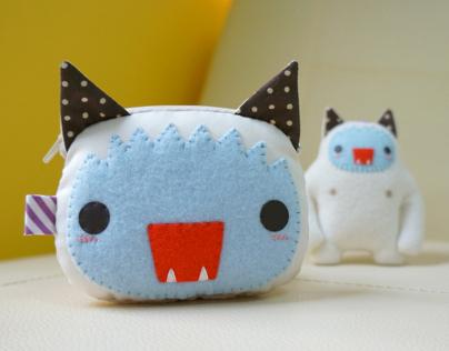 Yeti cat keychain & Yeti cat purse