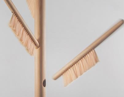 Brush hanger