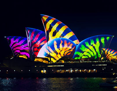 SYDNEY OPERA HOUSE: LIGHTING THE SAILS