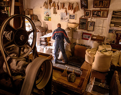 The miller and his antique water mill - Il mugnaio