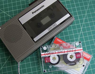 COMPACT: Interactive Vintage Cassette Player Game