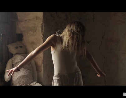 WOBBLY WALK - NOKO WOI (music video)