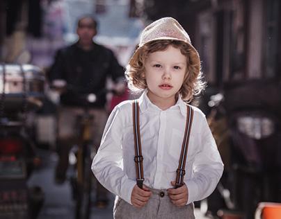 история маленького иностранца в трущобах Шанхая