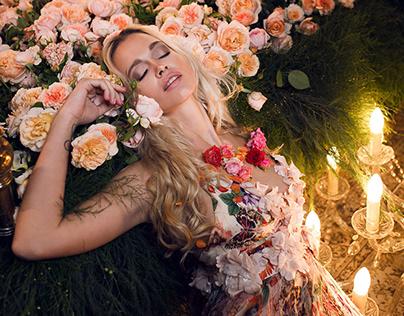 SLEEPING BEAUTY IN HER CASTLE OF ROSES
