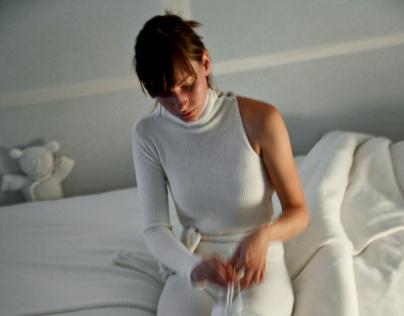 """""""White room"""" 2011."""