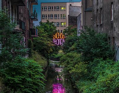 ZACHÓD SŁOŃCA W MIEŚCIE OGRODÓW / SUNSET IN GARDEN CITY