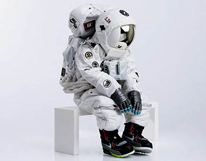 BREAK TIME 2_Astronaut with NIKE