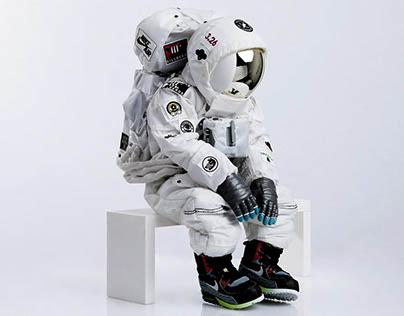 BREAK TIME 2_Astronaut with NIKE