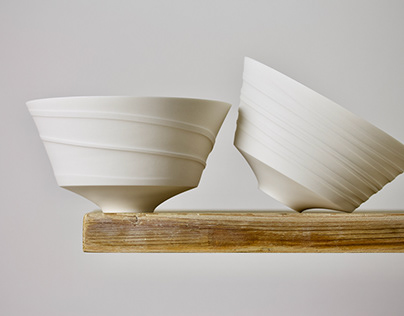 CONTEMPORARY PORCELAIN BOWL WITH DUG RIBBONS