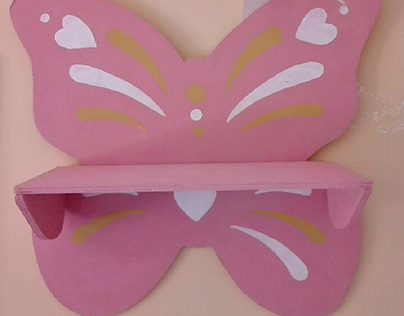 mensola a farfalla realizzata in legno e dipinta a mano