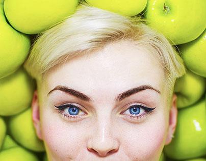 Sofia and apples