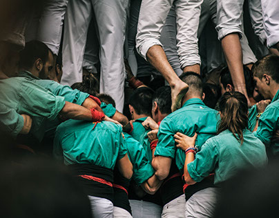 Anatomy of a human tower in six phases