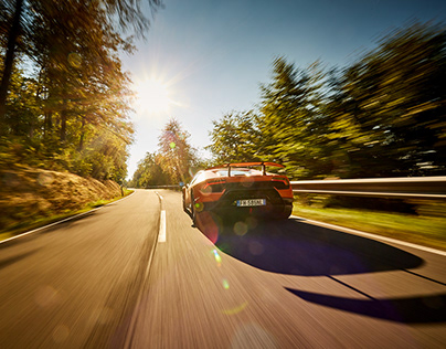 Lamborghini Huracan Performante vs. Porsche GT3RS