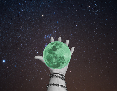 Shelley Holding the Moon