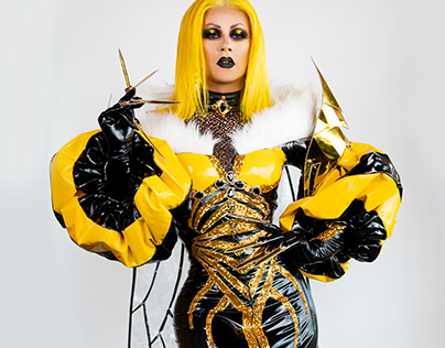 Janey Jacké: Queen Bee (Drag Race Holland)