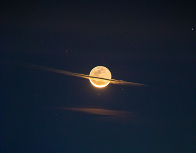 The night the moon dressed like Saturn