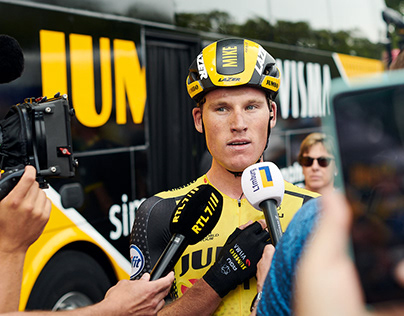Mike Teunissen in yellow