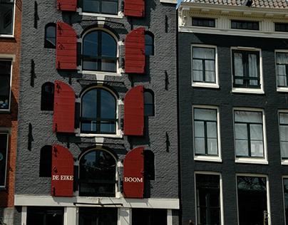 Streets and flower market in Amsterdam (Nederland)