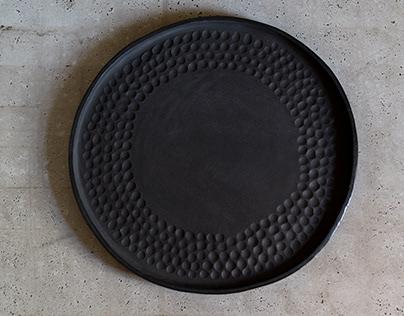 black shallow plate