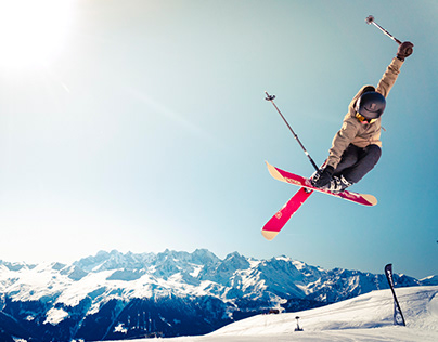 PREVENTING INJURIES AND ACCIDENTS WHILE SKIING