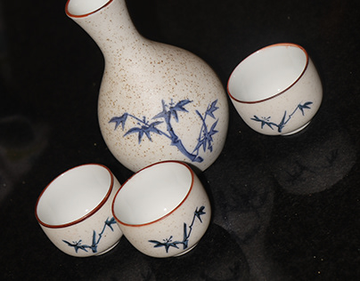 A porcelain vase and cups.