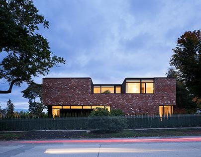 Modern Brick House in Vancouver / Campos Studio
