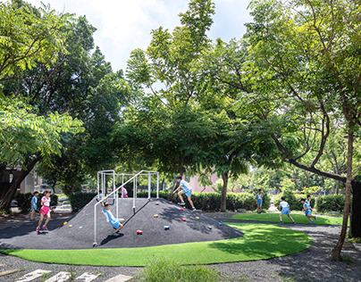 KWA architects/ Playground under trees