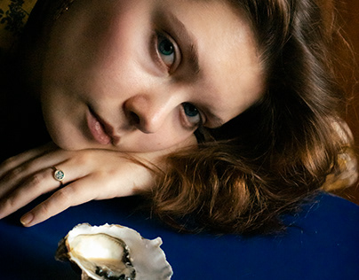 Iya with oyster shell
